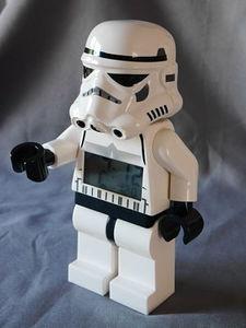 Réveil starwars stormtrooper debout